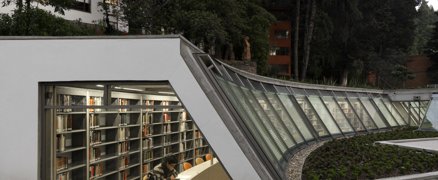 <h10>12/13 Economics Library Extension, Los Andes University</h10> Bogotá | Completed 2010